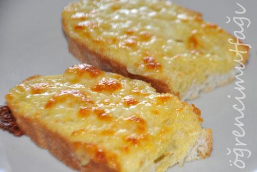 kasarli-ekmek-dilimi